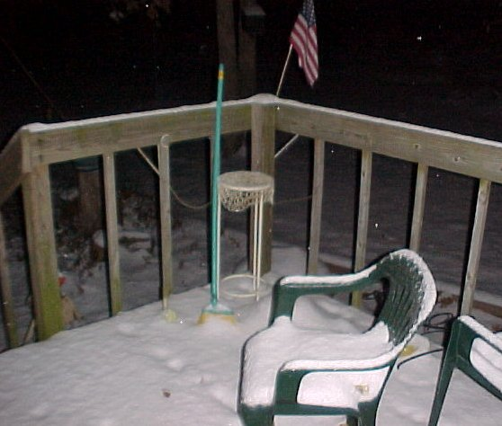 First measurable snow -- 8:20pm 6 December 2007